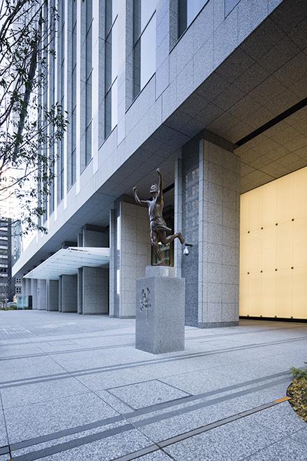 読売新聞 東京本社ビルのスライド