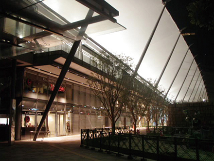 東京駅八重洲口 グランルーフのスライド